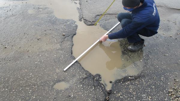 Разбитый участок дороги по ул. Машиностроителей