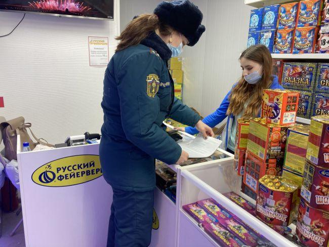 В Ухте сотрудники МЧС проверяют магазины с пиротехникой